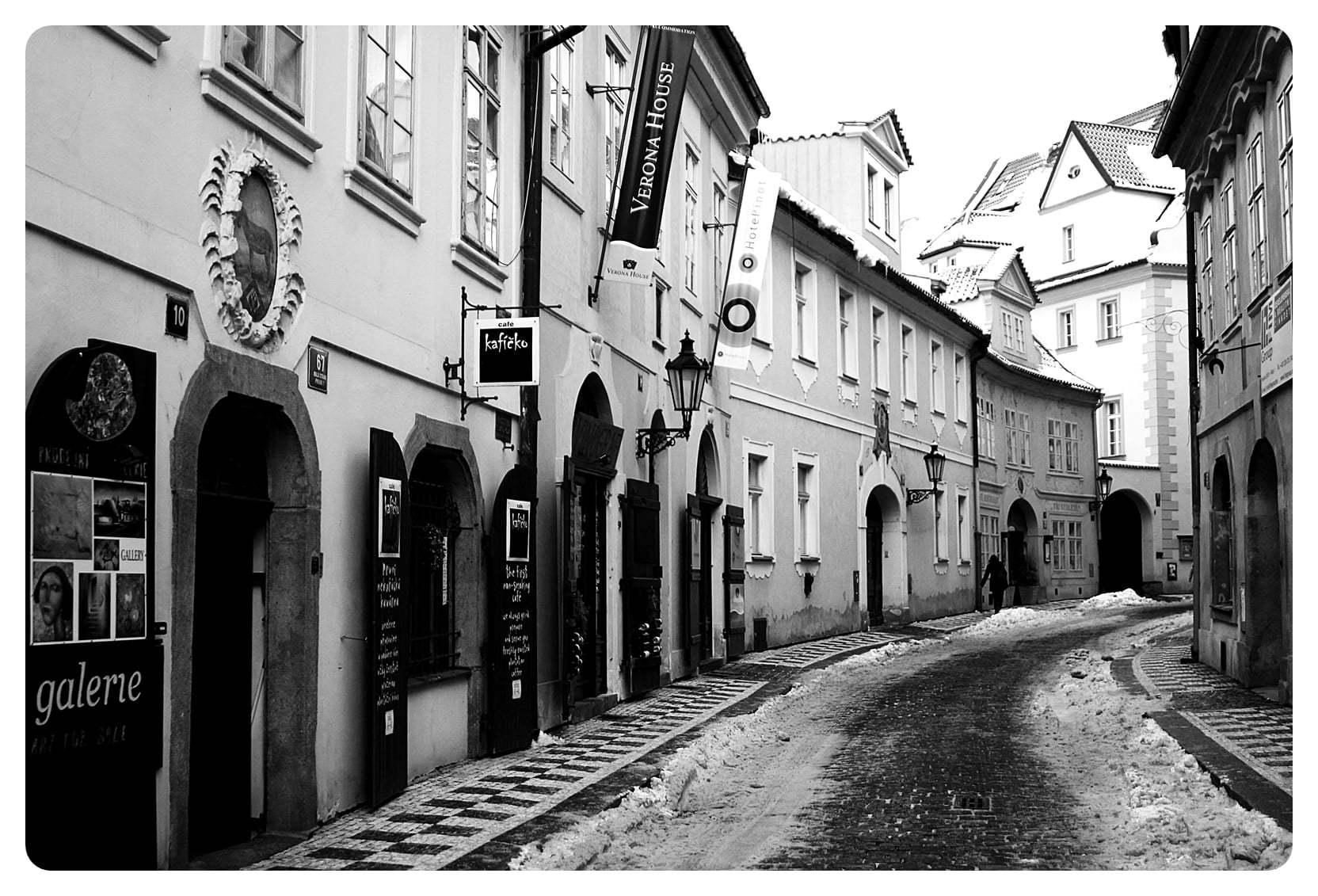 siyah beyaz prag sokakları