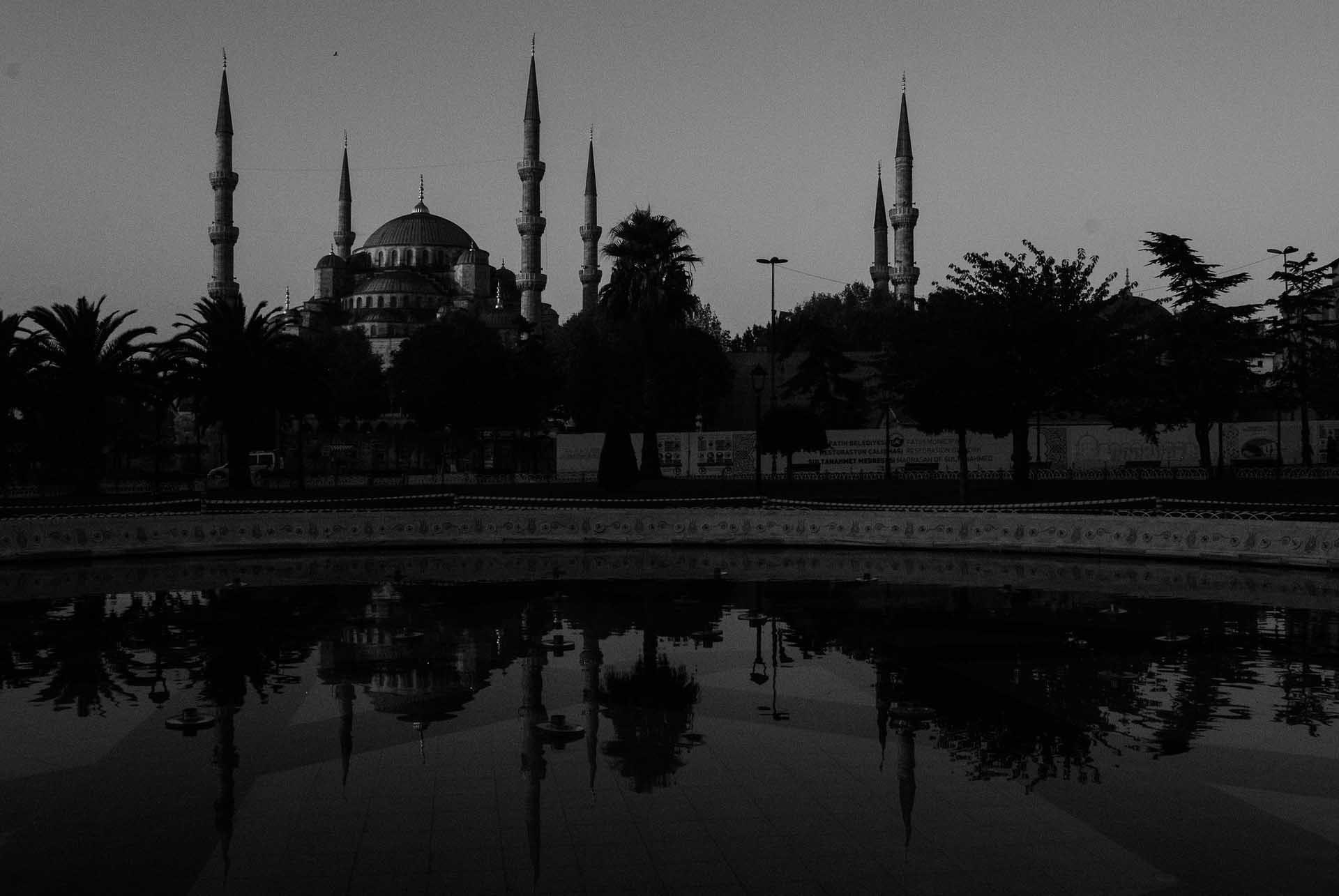siyah beyaz sultan ahmet camii