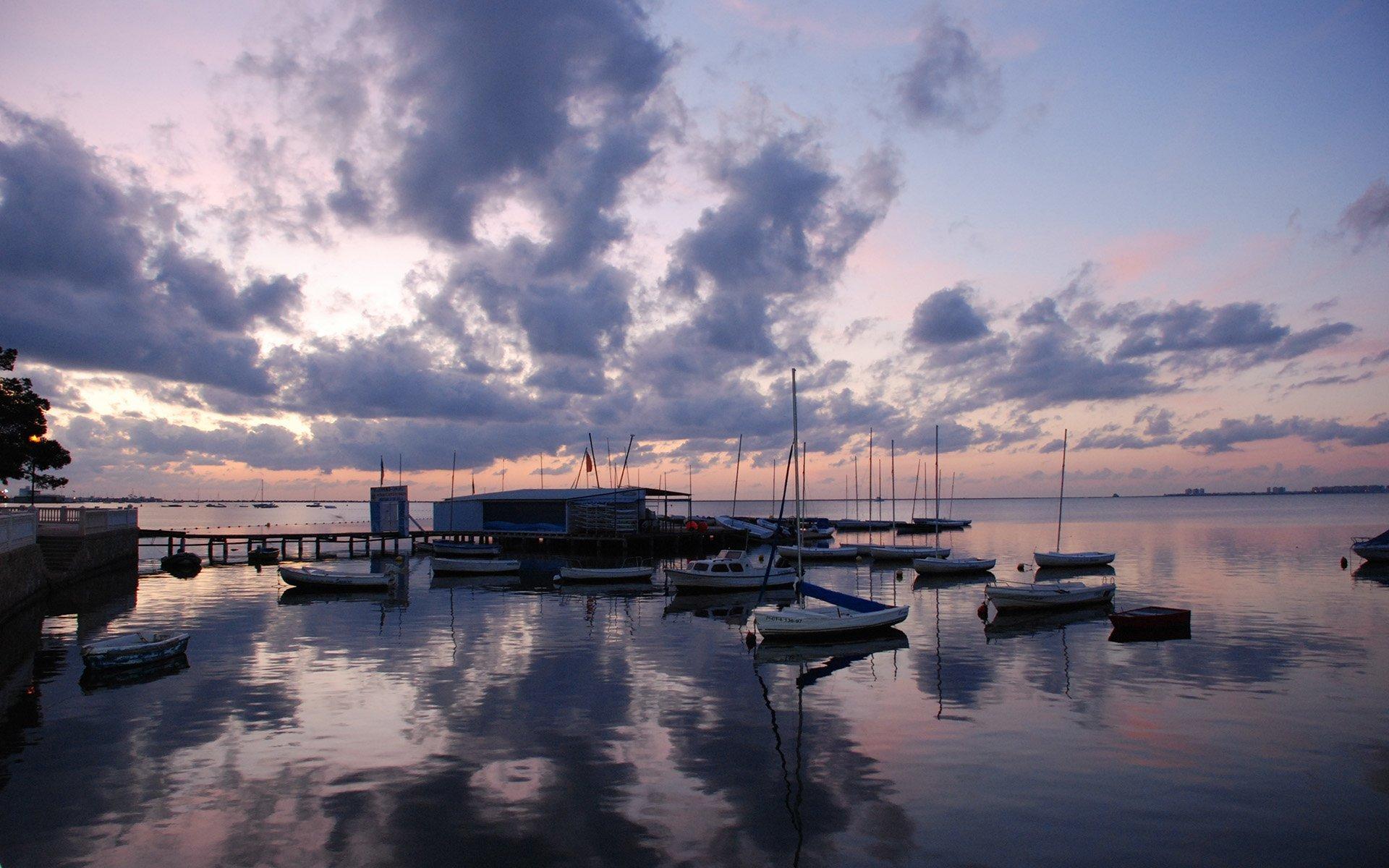 yelkenliler ve gün batımı